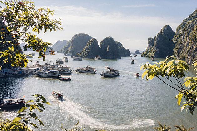 Halong Bay Overview, Halong Bay Tours, Cozy Vietnam Travel, Vietnam Tours