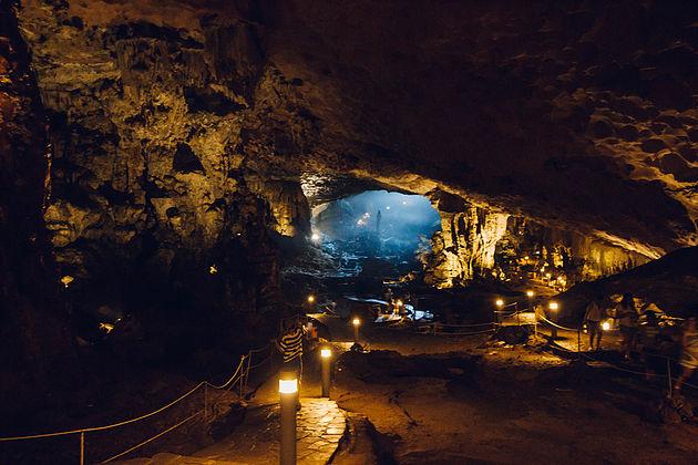 Surprising Cave, Sung Sot Cave, Halong Bay Vietnam Tours, Cozy Vietnam Travel