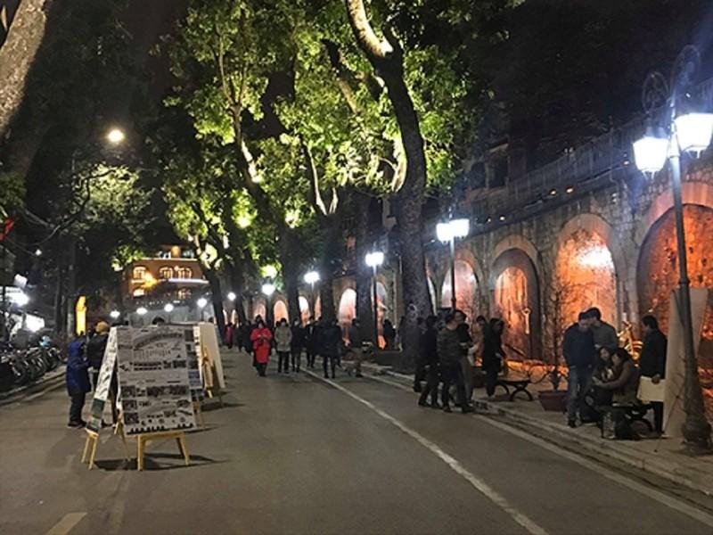 Phung hung Street in Hanoi Old Quarter Vienam,Cozy Vietnam Travel