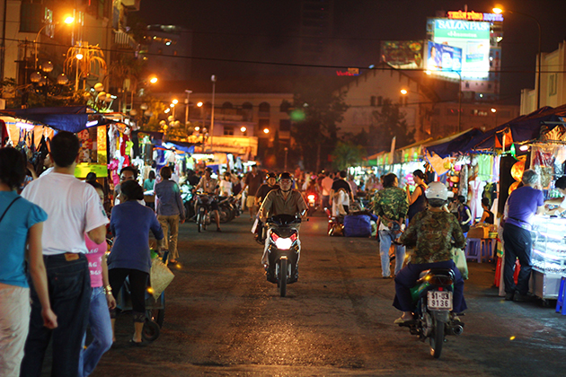Ben Thanh night market , Saigon City Tours, Cozy Vietnam Travel