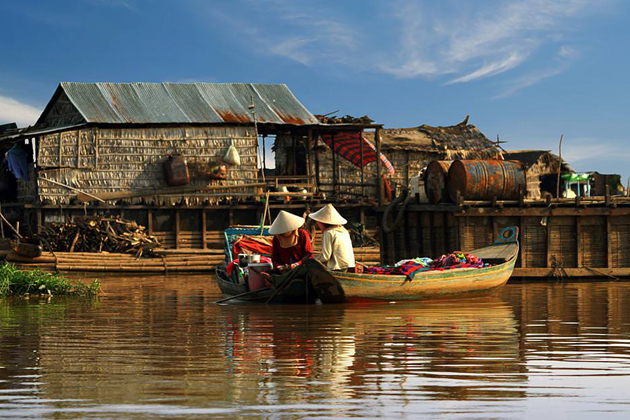 Boat trip on Tonle Sap Lake, Cozy