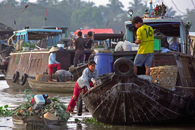 Cai Be Floating Market in Mekong Delta, Cozy Vietnam Local Tours, Vietnam Package Tours