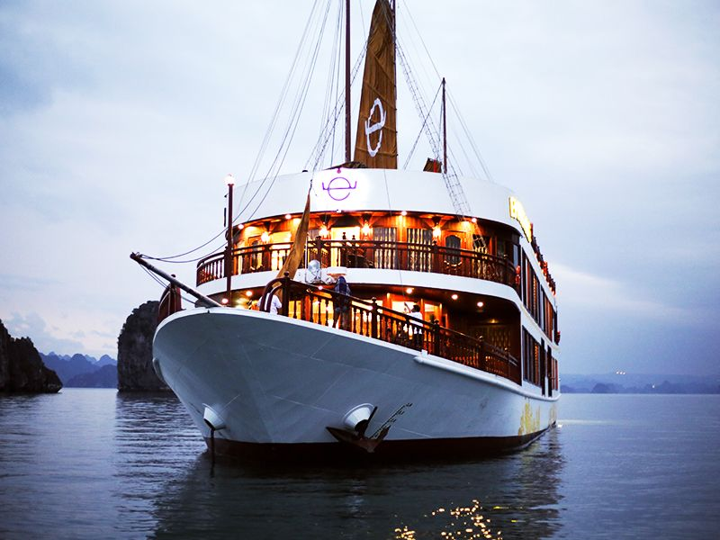 Emperor Cruises Halong Bay Vietnam, Cozy Vietnam Travel