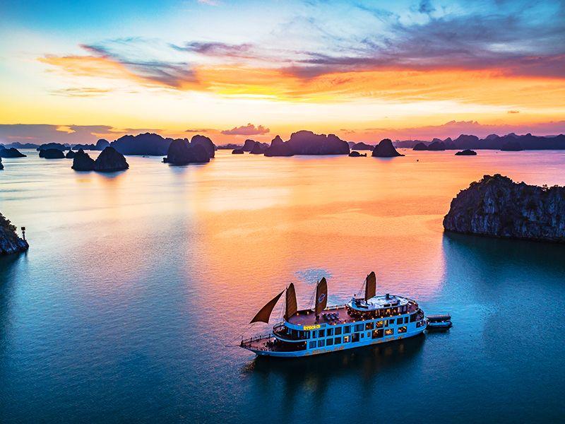 Emperor Cruise Halong Bay Vietnam, Cozy Travel Vietnam, Vietnam Package Tours