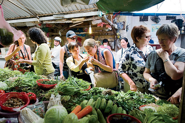 Local Market in Hanoi, Hanoi City Tours, Vietnam Tours, Cozy Vietnam Travel