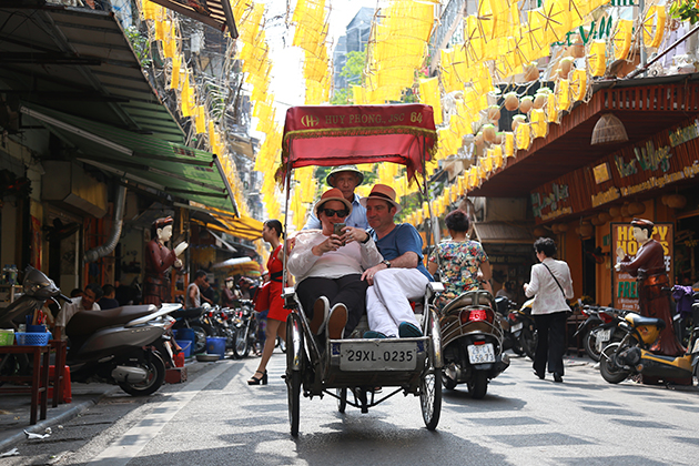 Cyclo Tour in Hanoi, Cozy Vietnam Travel