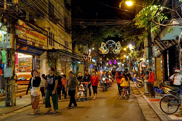Hanoi Weekend Night Market, Ha Noi, Cozy Vietnam Travel