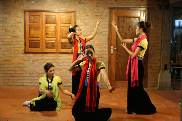 Mai chau Performance, Mai Chau Bungalow Tours, Cozy Vietnam Travel, Vietnam Package Tours