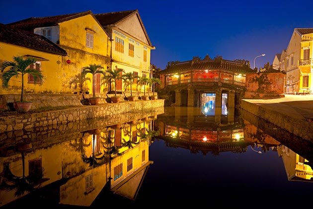 Japanese Covered Bridgein, Hoian, Cozy Travel Vietnam