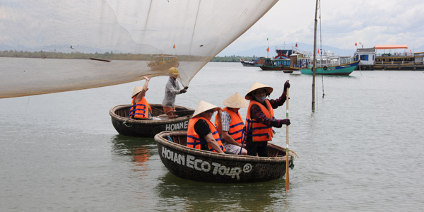 Ride Rounded Bamboo Basket Boat, Hoi an Tours, Cozy Vietnam Travel, Vietnam Tours