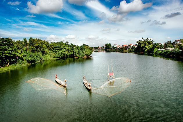 Local Peoples Casting Fishing Net, Hue, Tours, Vietnam Cozy Travel