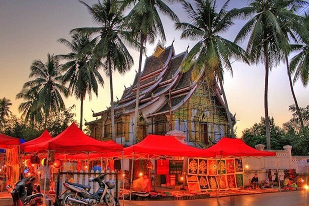 Luang Prabang Night Market, Cozy Vietnam Travel