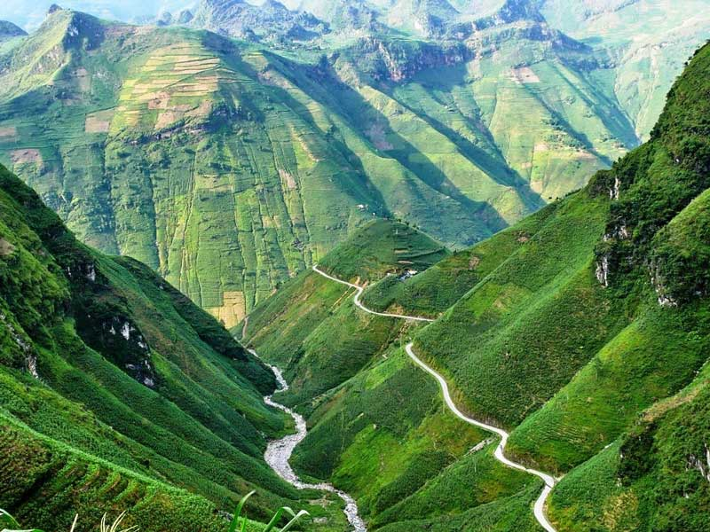Ma pi leng Pass, best cycling tour vietnam, vietnam adventure tours