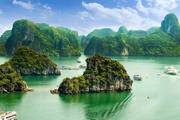 Majestic Halong Bay, Cozy Vietnam Travel