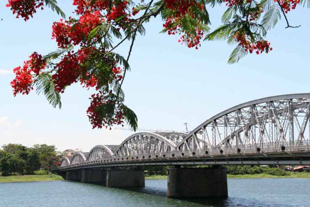Truong Tien Bridge, Hue, Vietnam, Cozy Travel