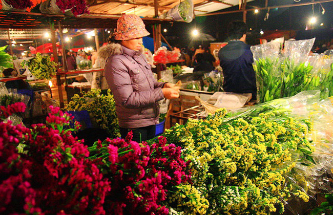 Quang Ba Night Flower Market in Hanoi, Travel, Cozy Vietnam Travel