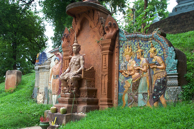 Reliefs-describe-the-royal-story-in-Wat-Phnom