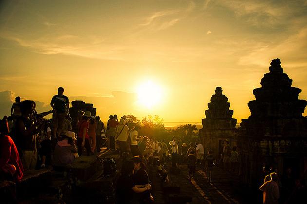 Sunset Phnom Bakheng Temple, Cozy Vietnam Travel