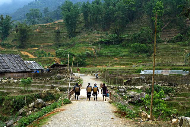 Ta Van Village in Sapa, Lao Cai Tour, Cozy Vietnam Travel