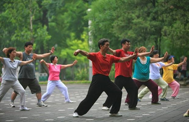 Tai chi exercise, Park in Hanoi, Cozy vietnam Tour