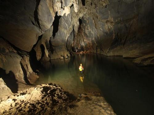 Thuy Cung Cave in Quang Binh, Phong Nha Travel, Cozy Vietnam Travel