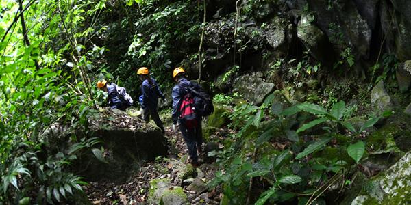 Trekking-through-Living-valley2