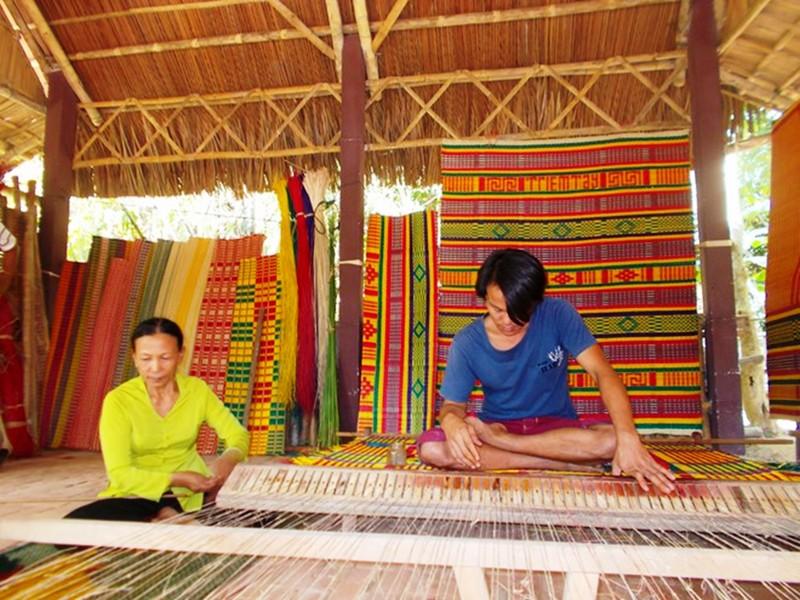 Mat weaving in Hoian,Hoian Tours,Cozy Vietnam Travel,Vietnam Tours