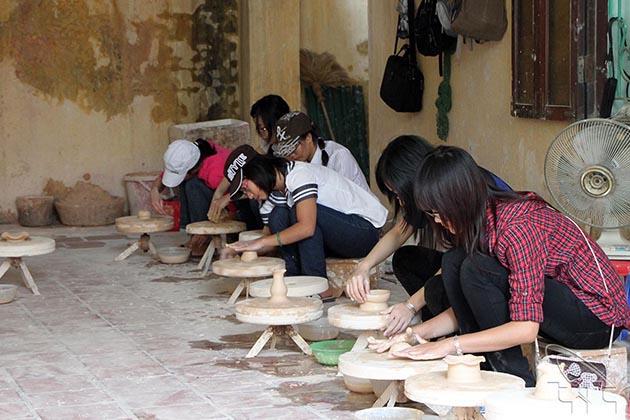 Try Making Ceramic, Bat trang tours, Vietnam cozy travel