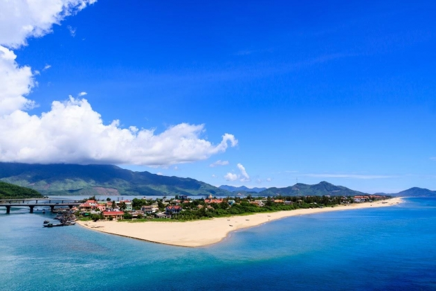 Lang Co Beach, Vietnam Tours, Cozy Vietnam Travel, Cozy Vietnam Package Tours