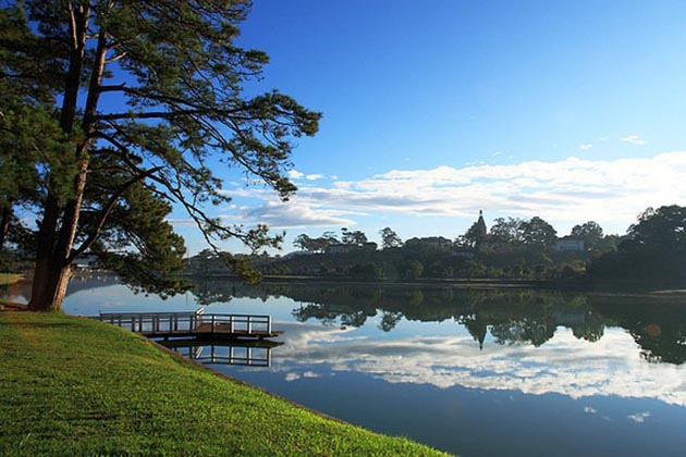 Xuan Huong Lake in Da Lat, Tours, Da Lat, Cozy Vietnam Travel
