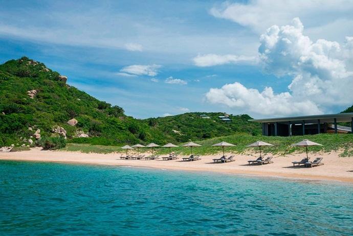 Sandy Beach of Quan Lan Island Vietnam, Cozy Vietnam Package Tours