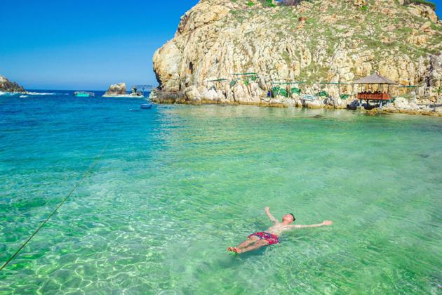 Swimming in Yen Island, Nha Trang Tours, Cozy Vietnam Travel