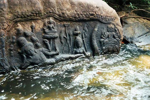 buddha-image-carved-into-rock-in-Kbal-Spean