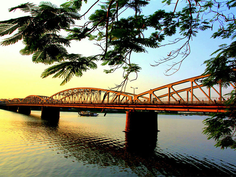 Truong Tien Bridge,Cozy Vietnam Travel,Vietnam Tours