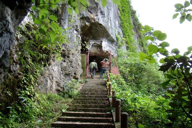cave in cat ba island vietnam, cozy vietnam travel