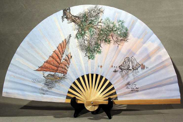Hand Fan in Vietnam, Hand Fan, Cozy Vietnam Travel