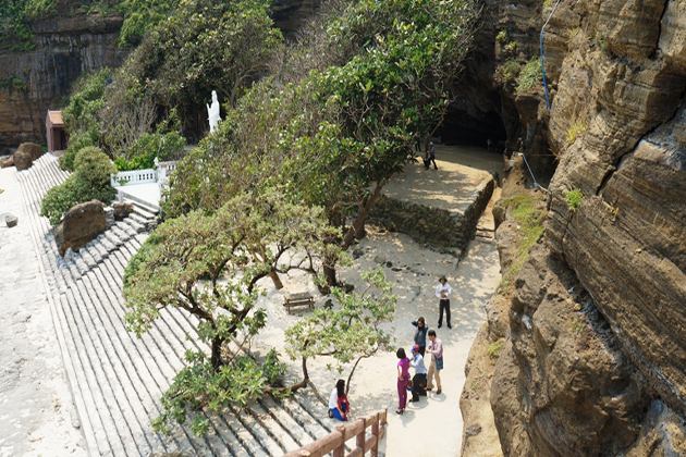 Cave Pagoda in Ly Son Quang Ngai, Tour, Cozy Vietnam Travel