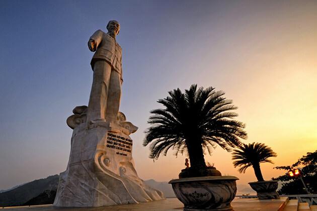 Ho Chi Minh Statue, Hoa Binh Travel, Cozy Vietnam Travel, Vietnam Tours
