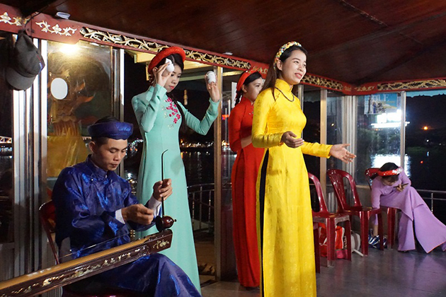Folk Song on Perfume, Hue, Tours, Cozy Vietnam Travel