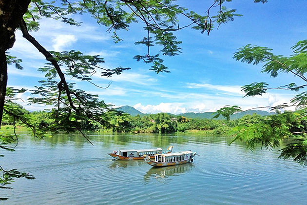 Boat Trip Perfume River, Hue City Tours, Cozy Vietnam Travel