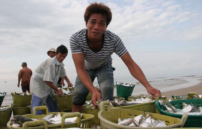 Fishing in Phuoc Hai Village, Vietnam Package Tours, Cozy Vietnam Travel