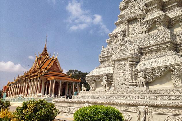 royal-palace-and-silver-pagoda-in-phnom-penh