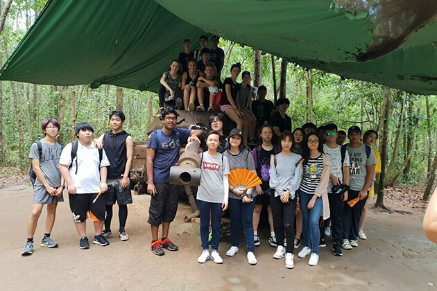 students-visit-cu-chi-tunnels