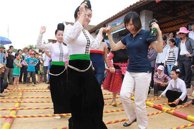 Thai performance in Mai Chau, Mai Chau Travel, Cozy Vietnam Travel