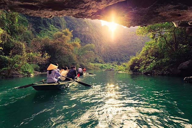Caves in Trang An, Ninh Binh Travel, Cozy Vietnam Package Tours