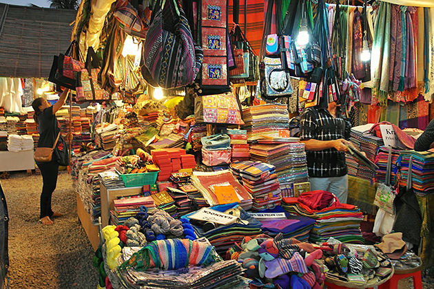 Vibrant Night Market at Siem Reap, Cozy Vietnam Travel