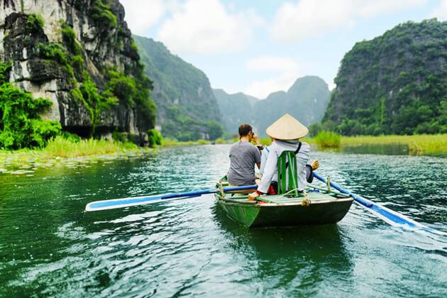Boat Trip in Tam Coc Ninh Binh, Cozy Vietnam Travel