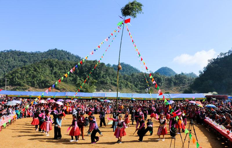 Gau Tao Festival, Cozy Vietnam Travel