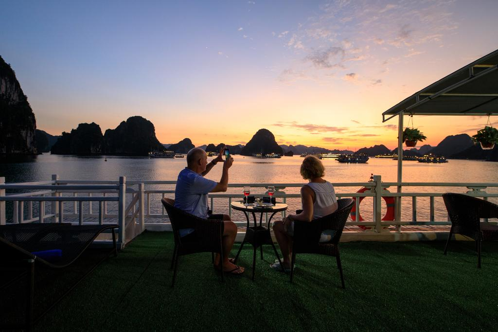 Cozy Bay Cruise activities, halong bay overnight cruise