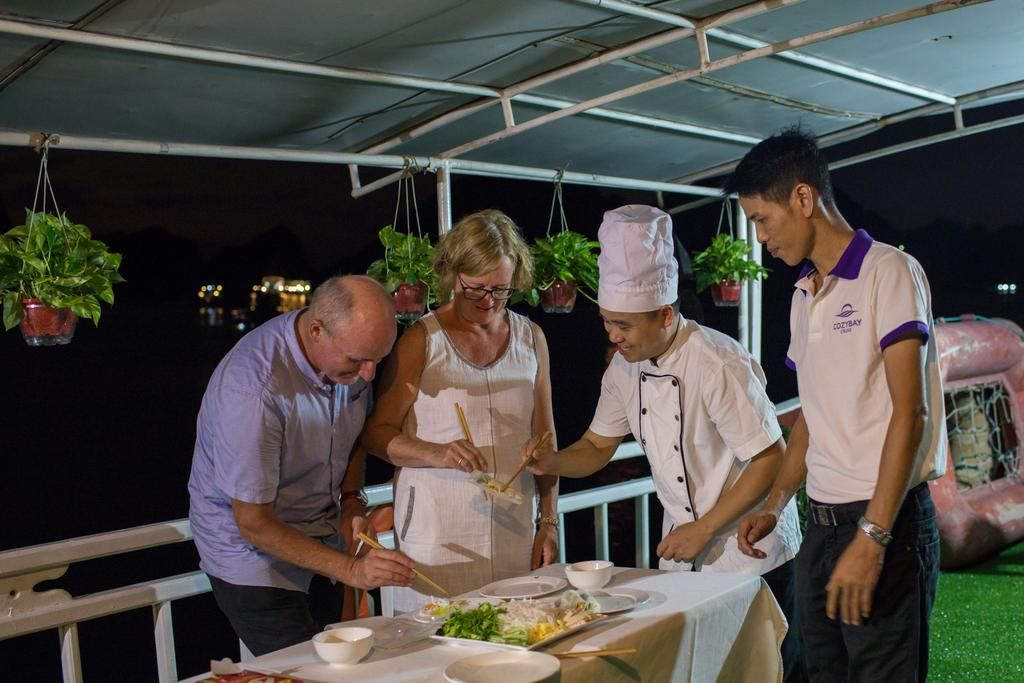 Cozy Bay Cruise cooking class, halong bay overnight cruises